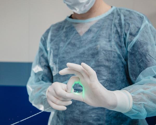 La coagulazione laser è il metodo più sicuro per trattare le vene varicose