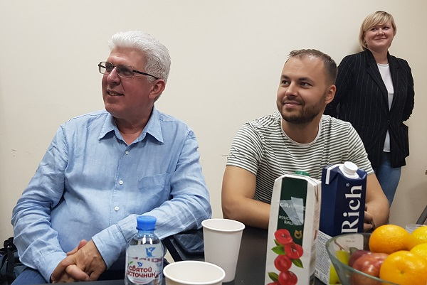 Phlebologists A.E. Koreshkov and Voloshkin A.N. listen to a lecture by S.V. Sapelkin