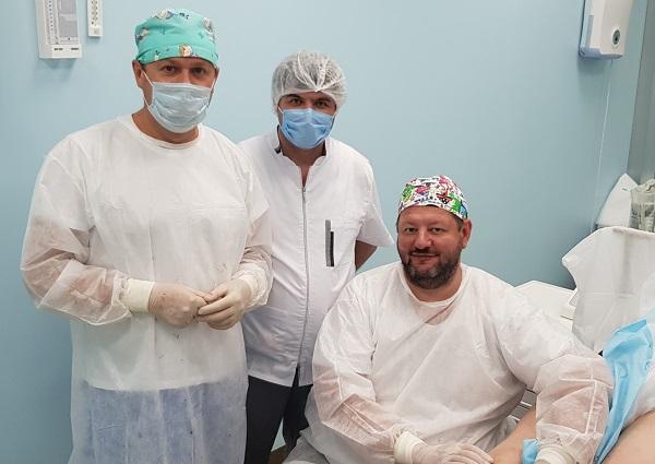 Phlebologists Semenov A.Yu. , Fedorov D.A. and Ishaq Liuai Nihad during laser surgery at MIFC