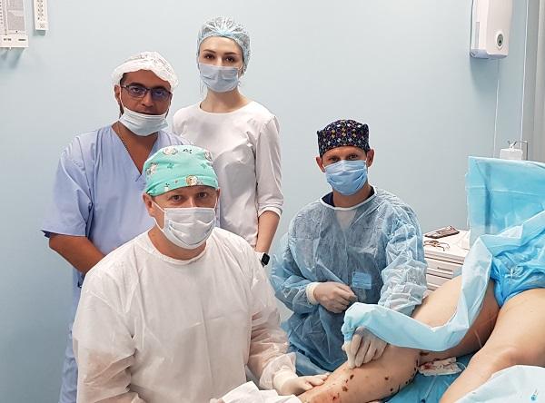 Phlebologists Semenov A.Yu., Raskin V.V. and Mohsen Sheriff Ali-Mubarak during laser surgery at MIFC