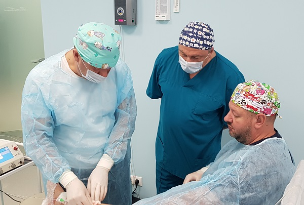 """Professor Shimanko A.I. in the operating room """"CSF"""" on a demonstration operation - Total EVLO"""