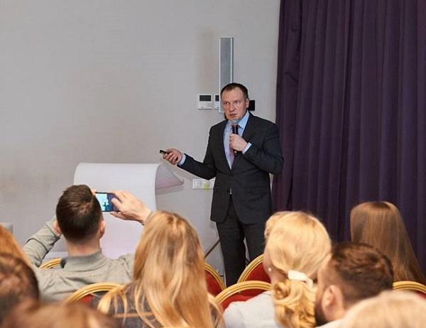 Professor Barinov V.E. reports