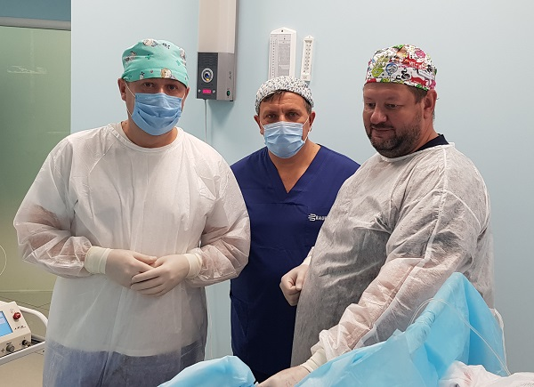 """Semenov A.Yu. Fedorov D.A. and vascular surgeon Kulkov A.V. in the operating room """"MIFC"""" at a master class"""