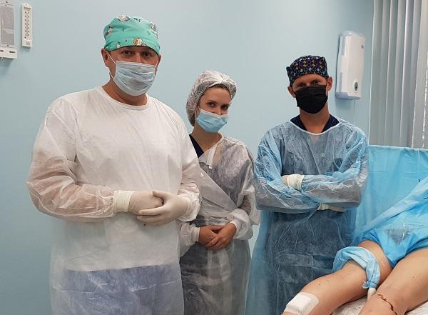 "Semenov A.Yu., Raskin V.V. and phlebologist Mogunova E.A. in the operating room ""MIFC"" at a master class"