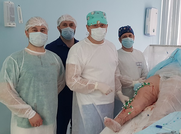 Semenov A.Yu. with phlebologists Iskhakov R.I. and Magomedov M.I. during the operation at the MIFC