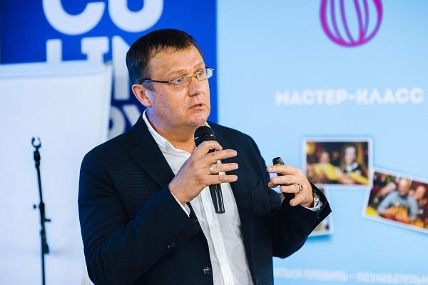 Phlebologist Semenov Artem Yuryevich reads his report