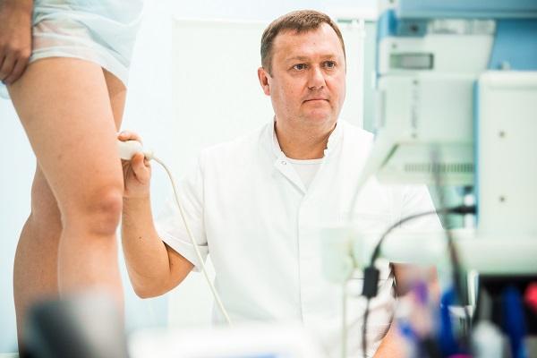 La scansione duplex ad ultrasuoni delle vene viene eseguita dal flebologo, medico ecografico A.Yu.